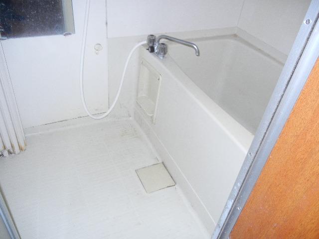 浴室のクリーニング|神奈川県横浜市青葉区の某アパート施工前