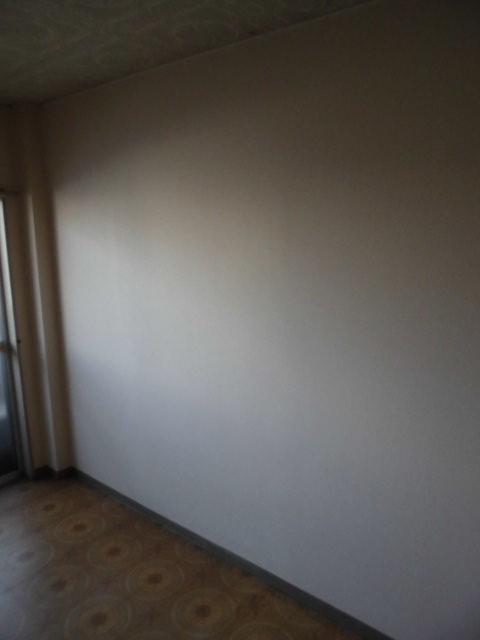壁のクロス貼り替えリフォームで雰囲気を明るく 神奈川県川崎市麻生区・某マンションの内装工事施工前
