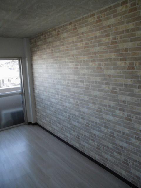 壁のクロス貼り替えリフォームで雰囲気を明るく 神奈川県川崎市麻生区・某マンションの内装工事施工後