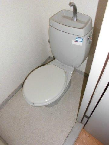 内装でガラッと雰囲気が変わった癒しのトイレ|神奈川県川崎市多摩区のKアパートにてトイレリフォーム施工前