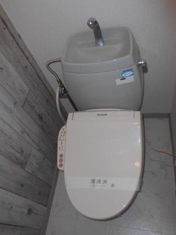 内装でガラッと雰囲気が変わった癒しのトイレ|神奈川県川崎市多摩区のKアパートにてトイレリフォーム施工後