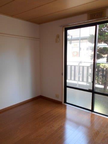過ごしやく明るい雰囲気の内装に大変身|神奈川県相模原市緑区のCマンションにて洋室リフォーム施工後