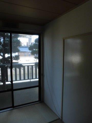 ナチュラルで明るい床にリフォーム|神奈川県川崎市多摩区のKアパートにて床の張り替え施工前