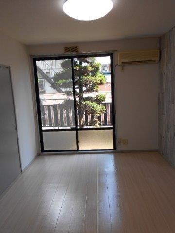 ナチュラルで明るい床にリフォーム|神奈川県川崎市多摩区のKアパートにて床の張り替え施工写真1