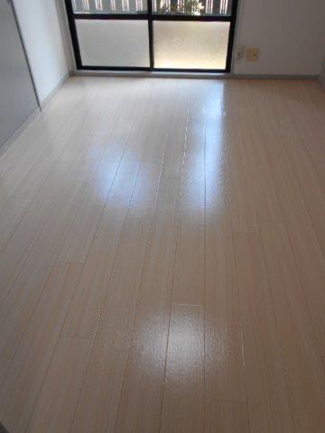 ナチュラルで明るい床にリフォーム|神奈川県川崎市多摩区のKアパートにて床の張り替え施工後