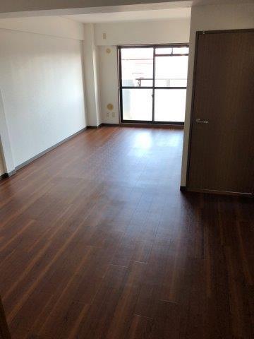 落ち着いた雰囲気のお部屋に様変わり|神奈川県相模原市南区の某マンションにて内装リフォーム施工後