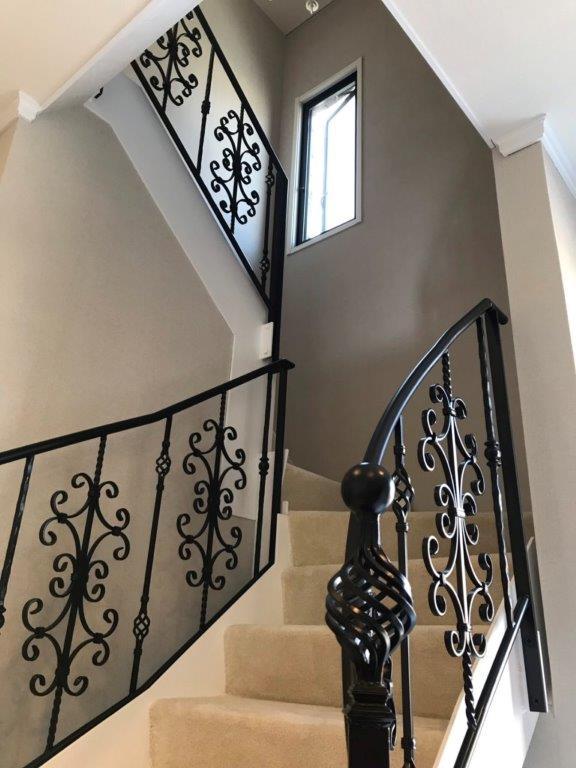 オシャレな階段へリフォーム 横浜市中区石川町のS様邸にて内装工事施工写真1