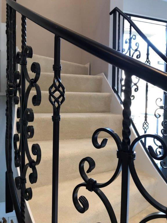 オシャレな階段へリフォーム 横浜市中区石川町のS様邸にて内装工事施工写真2