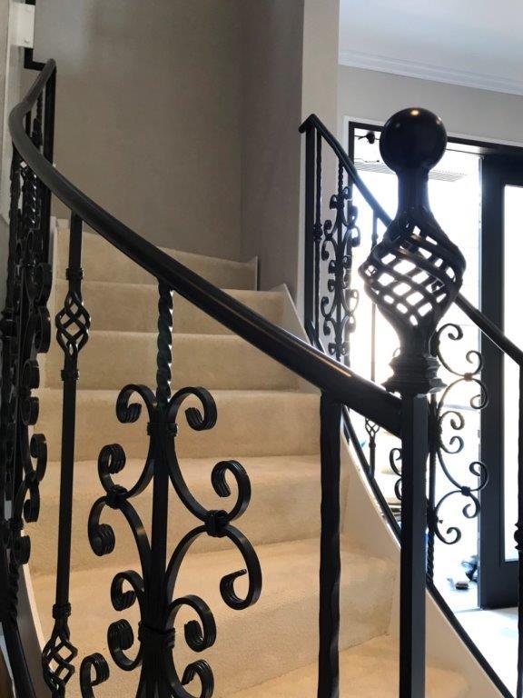 オシャレな階段へリフォーム 横浜市中区石川町のS様邸にて内装工事施工写真3