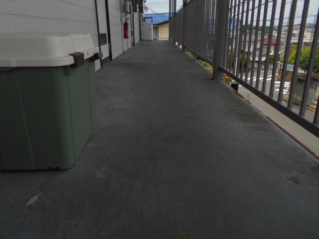 マンション共用部の定期清掃|横浜市鶴見区のSマンションにて巡回清掃施工写真4