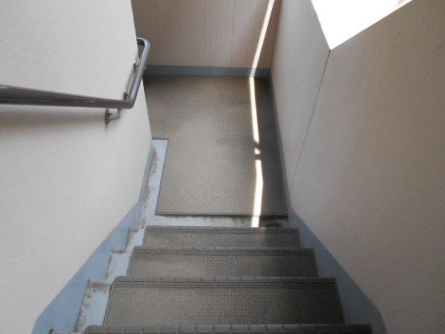 マンション共用部の定期清掃|横浜市西区のBマンションにて巡回清掃施工写真2