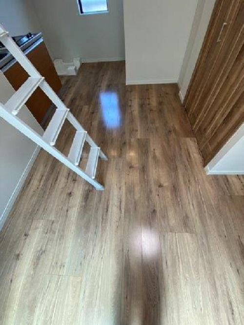 木目柄のオシャレなクッションフロアを使った張り替え|相模原市南区の賃貸アパートにて水廻りリフォーム施工後