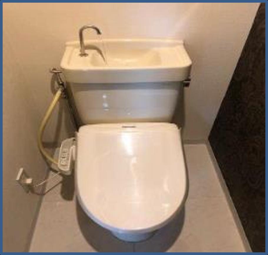 トイレの壁紙クロス張り替えと便器交換|相模原市南区のマンションにて水廻りリフォーム施工前